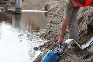 Tsurumi stellt Schmutzwasserpumpen für das Baugewerbe her.