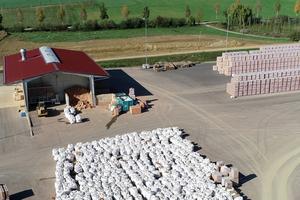 """Herstellung und Verwertung unter einem Dach: Die mit Leipfinger-Bader kooperierende Ziegel Recycling Bayern GmbH ist jetzt zum """"Entsorgungsfachbetrieb"""" zertifiziert worden."""