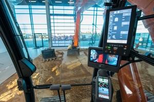 Der KTEG CoPilot (oben rechts) ersetzt sämtliche Geräte zur Steuerung und Überwachung der Maschine.