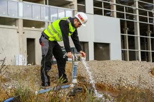 Bauwasserverteiler für verschiedene Gewerke in Trinkwasserqualität entlang des Baufeldes.