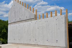 Das Highlight der Betonbrandschutzwand ist die Bambusstruktur, welche zukünftig im Wohn-/Esszimmer und Schlafzimmer von Erich Armbrus-ter zu bewundern sein wird.