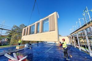 Als Projektentwickler und Hersteller unterschiedlicher Bauteile aus Beton, Stahl, Aluminium und vor allem Holz hat sich Brüninghoff in den vergangenen Jahren europaweit einen Namen im Bereich der hybriden Bauweise gemacht.