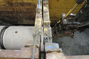 Die Fabekun-Kanalrohre wurden in ihrer Lage ausgerichtet und dann mit einem Rohrverlegegerät ineinandergeschoben.