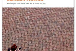 Die gemeinsam mit der FutureCamp Climate GmbH entwickelte Roadmap der Deutschen Ziegelindustrie zeigt auf der Basis aktueller Zahlen und Daten, wie die Dekarbonisierung der Ziegelherstellung bis 2050 gelingen kann und welche Rahmenbedingungen dafür notwendig sind.