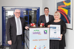 Die Auszeichnungen nahmen die Geschäftsführer Ferdinand Munk und Alexander Werdich sowie Personalreferentin Margit Werdich-Munk entgegen.