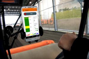Die App Smart Doc von Hamm zeigt in Echtzeit, wie sich die Verdichtung der jeweiligen Überfahrt entwickelt. Für unerfahrene Fahrer ist sie bei der Einarbeitung eine sehr große Hilfe.<br />