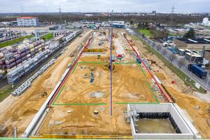 Gesamtübersicht über das Bau-gelände Containerterminal II:<br />Grün: Bircosir NW 100 Abflussrinnen<br />Blau: Bircosir NW 200 AS Abflussrinnen<br />Rot: Bircodicht Abflussrinnen<br />Rot gestrichelt: Auffangflächen