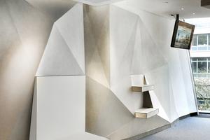 Die Wandpaneele verkörpern innovative, hochreliefartige Strukturen und tragen dabei – multifunktional – auch zur Verbesserung der Akustik bei.