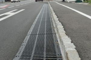 Drainfix Clean Rinnen sammeln und reinigen Oberflächenwasser an einer vielbefahrenen Straße in Laxenburg bei Wien.