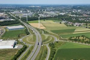 Bewehrte Erde Systeme hier bei dem Großprojekt Buitenring Parkstad Limburg, NL mit 30 Brückenwiderlagern<br />