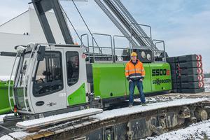 Für Matthias Prade, Bauleiter Hochbau bei Max Bögl, erfüllt der Raupenkran alles, was ein Kran auf einer Großbaustelle können muss.