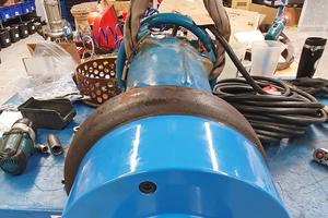 Schnelle Montage<br />in Eigenregie: Ein werksneuer Booster-Adapter an einer Pumpe aus dem Bestand.