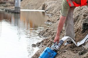 Bei langen Strecken helfen Booster-Adapter, die Wasserleitung mit vorhandenen Pumpen oder lediglich einerweiteren, kleineren Pumpe zu verlängern.