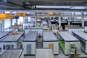 Blick in die Umbauhalle. Der Mietpark umfasst etwa 25.000 Einheiten und wächst ständig weiter.
