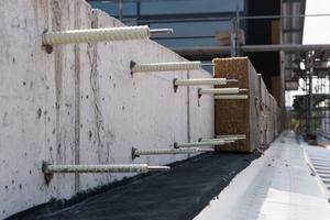 Beim Isolink sorgt der Glasfaserverbundwerkstoff Combar für die thermische Trennung. Damit werden vorgehängte hinterlüftete Fassaden auf höchstes energetisches Niveau gebracht.