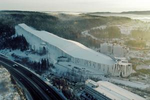 Der SNØ Winterpark ist die zweitgrößte Indoor-Skihalle der Welt. Das Wasser der Dachfläche fließt in ein Graf Rück-haltebecken.