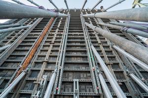 Für den Bau der Radbrücke bei Cuijk vertrauten die Verantwortlichen auf die Wandschalung Noetop. Sie hat ihre Vorteile bereits bei zahlreichen anderen Einsätzen bewiesen.