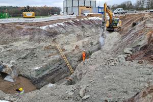 Ein Teilprojekt beim Ausbau der Autobahn A3 in Nordbayern: Auf dem Gelände der Tank- und Rastanlage Steigerwald Süd müssen Entwässerungskanäle verlegt werden.