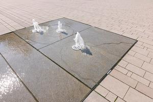 Am Marktplatz in Lüdinghausen ist eine ebenerdige Brunnenanlage entstanden, die symbolisch der Stadtgeschichte Rechnung trägt.