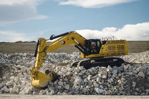 Der 374 mit 362 kW (492 PS) Motorleis-tung und einem Einsatzgewicht von rund 72 Tonnen kommt auf 13 Meter Reichweite und 8,5 Meter Grabtiefe.
