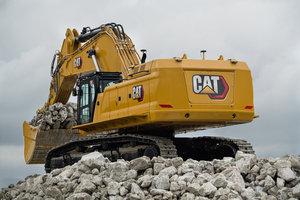 Der 395 mit 405 kW (551 PS) Motorleistung und einem Einsatz-gewicht von rund 94 Tonnen kommt auf 17 Meter Reichweite und fast 12 Meter Grabtiefe.