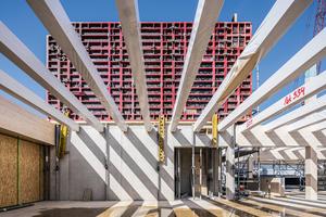 Das Schulgebäude wird in Hybridbauweise errichtet. Die sogenannten Klassenhäuser erhalten Decken in Holz-Beton-Verbundbauweise.