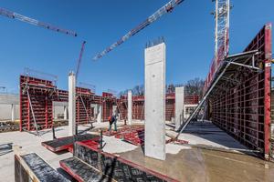 Das Sockelgeschoss des neuen Gymnasiums Langenhagen wird in Stahlbetonbauweise mit sichtbar bleibenden Betonflächen ausgeführt.