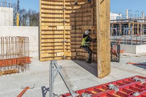 Die Maximo-Struktur mit aufgebrachten Profilbrettern und projektspezifische Sonder-Rundelemente ergänzen das Wandschalungskonzept bei erhöhten Anforderungen bezüglich Sichtbetonergebnissen und Geometrie.