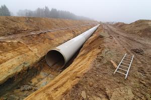 Die Verlegung mit den 12 Meter langen GFK-Rohren kann direkt in einer Sand- bzw. Splittbettung erfolgen.