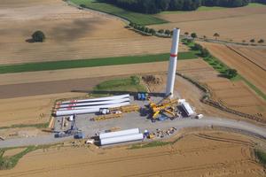 Bau einer Windenergieanlage der EnBW im Jahr 2017, Windpark Dünsbach, GemeindeGerabronn. Für den Windpark mit drei Anlagen hatte die Genehmigungsbehörde ein unter-irdisches Löschwasserreservoir gemäß DIN 14230 gefordert.