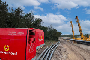 Die Stromaggregate und Wasserpumpen laufen auf der Baustelle im Dauerbetrieb.