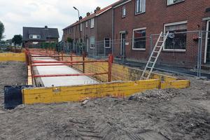 Im niederländischen De Kanis wurden die 1,2 Kilometer langen Straßen und Wege erhöht und durch eine setzungsfreie Betonkonstruktion stabilisiert.