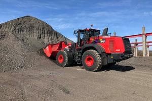 Auch zum Asphalt Fräsgut laden wird der Komatsu Radlader im Asphalt- und Betonmischwerk eingesetzt.<br />&nbsp;<br />