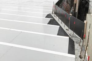 MevaDec ist an kein starres Raster gebunden. Somit sind flexible, stufenlose Anpassungen an jede Bauwerksgeometrie und jede Deckenstärke möglich.