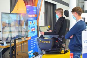 Wettbewerb: Der VDBUM sucht Azubis, die gut mit Baumaschinensimulatoren umgehen können und veranstaltet erstmals die Deutschen Meisterschaften.