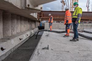 Arbeitsbereiche werden mit Flüssigboden von Heidelberger Beton verfüllt.