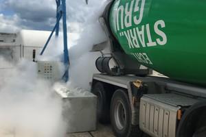 Kühlanlage mit Stickstoff kühlt den Frischbeton vor Abfahrt zur Baustelle.