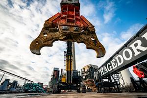 Mit dem gewaltigen KTEG Multi Carrier 1600S hat die Gütersloher Unternehmensgruppe Hagedorn den größten Abbruchbagger Deutschlands im Maschinenpark.