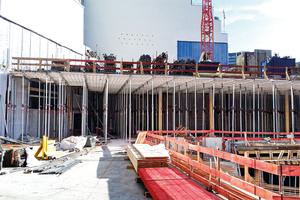 3.200 EuMax Baustützen wurden für die Betonage von Decken bis 5,50 m Höhe eingesetzt.