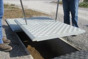 Der verwendete Verbundwerkstoff sorgt für ein geringes Gewicht der Abdeckung, sodass selbst großformatige Elemente leicht gehoben werden können.