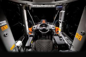 Die verbesserten Komfort- undSicherheitsfunktionen der Kabine sorgen für eine höhere Produk-tivität, bequemeres Arbeiten und weniger Ermüdung.