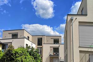 Nicht nur die Wohnfläche ist großzügig gestaltet – auch die Umgebung des Gebäudekomplexes lässt sich barrierearm erreichen.