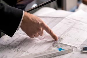 Bevor Abdichtungs- und Beschichtungsarbeiten in Parkhäusern und Tiefgaragen anstehen, ist ein durchdachtes Konzept wichtig. Dabei unterstützt Flüssigkunststoff-Hersteller Triflex mit einem umfassenden Planungs- und Beratungsservice.