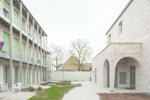 """... kurzfristige Lieferungen ermöglicht. Damit eignete sich das Bausystem auch optimal für """"Wohnen am Verna-Park""""."""