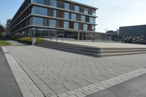 Auch vor der gegenüberliegenden Gebhardschule wurden die Flächen neu mit dem Einstein-Pflastersystem befestigt.