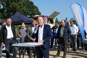 Die Interhomes AG stellte das Gelände der VDBUM Road-Show in Bremen zur Verfügung. Frank Vierkötter, Vorstandsvorsitzender des Bauträgers, freut sich, dass die Branche wieder persönlich zusammenkommt und sich die Gelegenheit zum Netzwerken bietet.