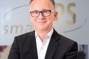 Mike Eckstein, smartPS-Account Manager, begrüßt Interessenten aus der Baubranche bei den DMS-Webinaren.