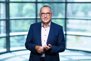 Dipl.-Volksw. Norbert Walter-Borjans ist einer der zwei Parteivorsitzenden der SPD. Zuvor war Walter-Borjans Finanzminster des Landes Nordrhein-Westfalen und in dieser Funktion auch mehrere Jahre Vorsitzender der deutschen Finanzministerkonferenz.