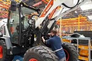Bei der Herstellung kamen bewährte Komponenten zum Einsatz: Motoren, Strukturen, Achsen, Elektronik und Hydraulik stammen entweder von Bobcat selbst oder von einem Direktzulieferer.