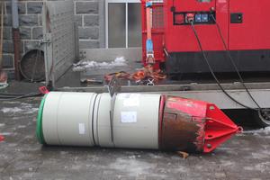 Mittels einer hydraulischen Schubvorrichtung wurde zunächst die Kaliberhülse in das Altrohr geschoben. Anschließend folgten die Kurzrohre aus Polypropylen.